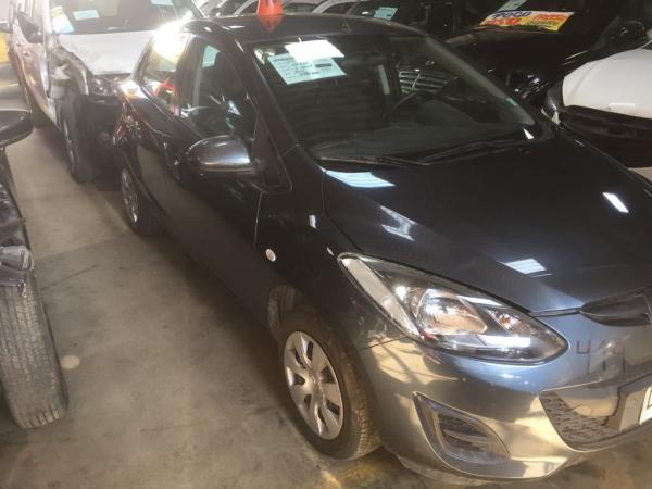 Mazda 2 CHOCADA año 2012
