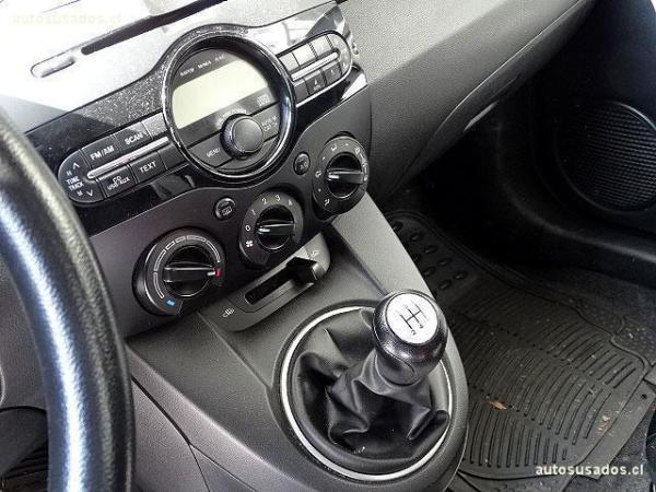 Mazda 2  año 2013