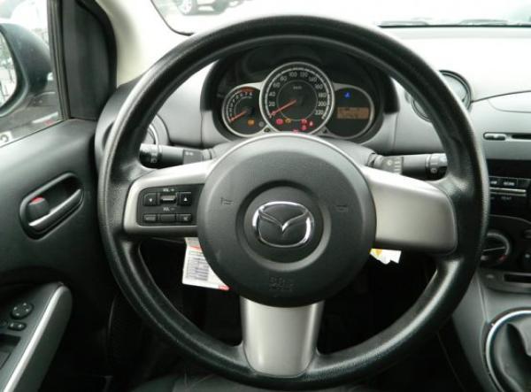 Mazda 2 SPORT año 2014