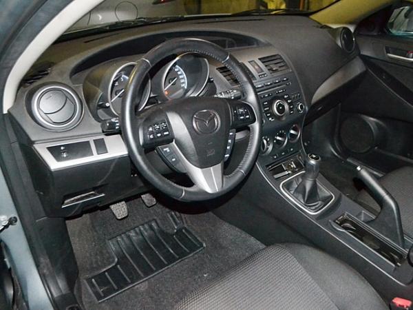 Mazda 3 MT año 2013