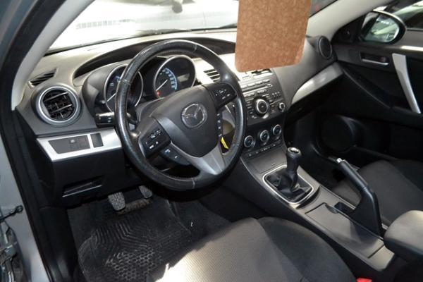 Mazda 3 R 2.0 MT año 2013