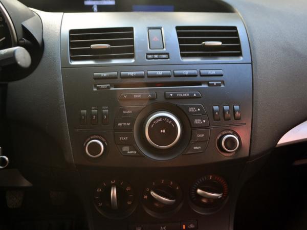 Mazda 3 MT año 2014