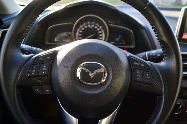 Mazda 3 SPORT año 2015