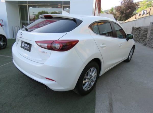 Mazda 3 SR año 2017