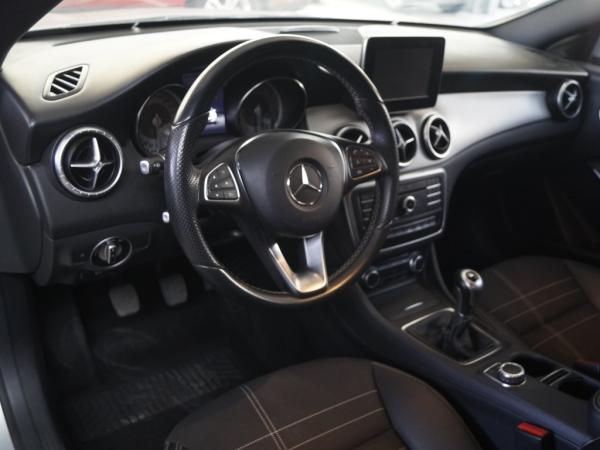 Mercedes-Benz 180 MT CLA año 2016