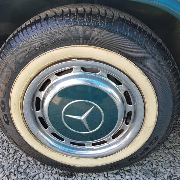 Mercedes-Benz 230/6 Al , entendidos, permuto, año 1975