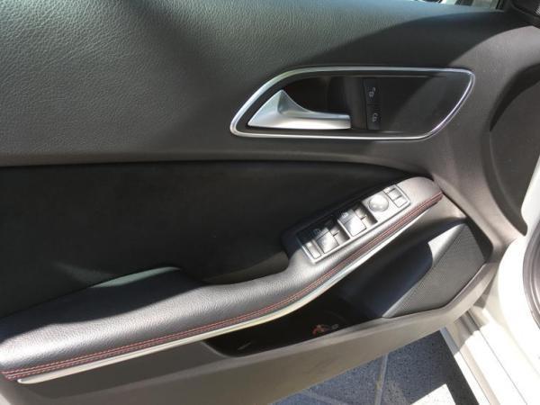 Mercedes-Benz A200 BLUEEFFICIENCY 1.6 año 2014