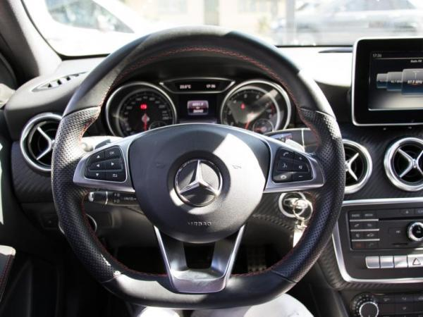 Mercedes-Benz A200 1.6 TURBO AMG año 2017