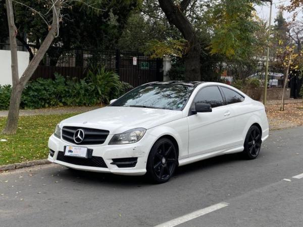 Mercedes-Benz C180 . año 2014