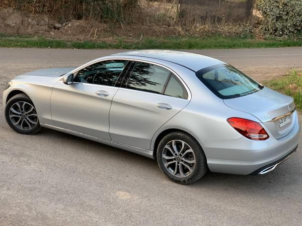 Mercedes-Benz C180 Berlina año 2017