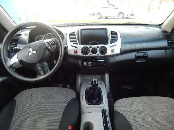 Mitsubishi L-200  año 2015