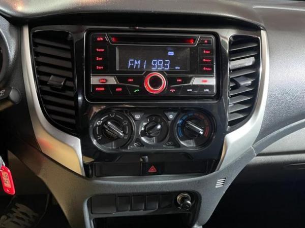 Mitsubishi L-200 2.4 TD KATANA CD CRT 4WD año 2018