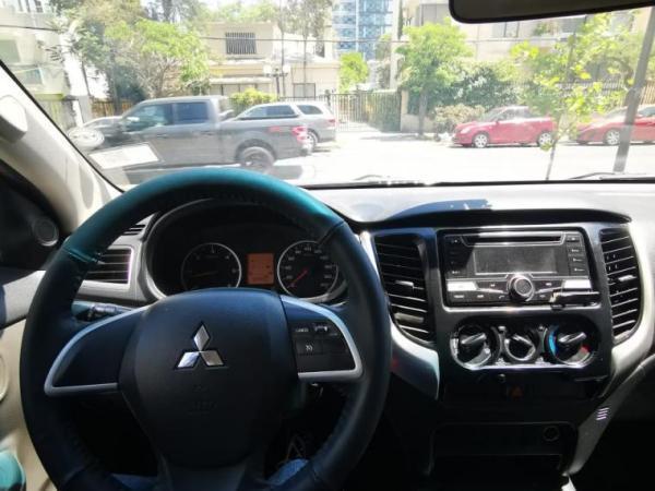 Mitsubishi L-200 2.4 KATANA CD CRT 4WD año 2018