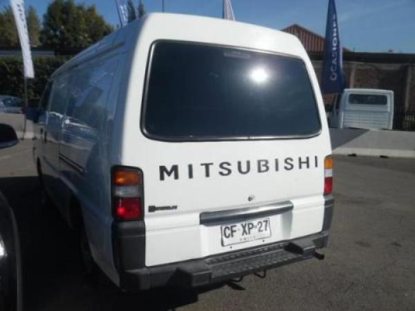 Mitsubishi L-300  año 2010