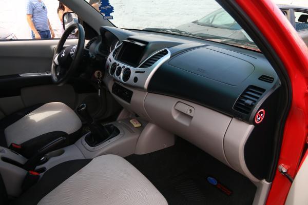 Mitsubishi L200 425 L200 KATANA CR 2.5 año 2014