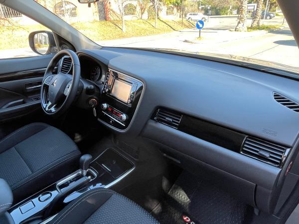 Mitsubishi New Outlander CVT 2.0 año 2021
