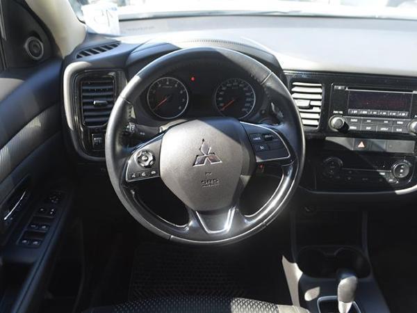 Mitsubishi Outlander OUTLANDER 2.0 año 2015