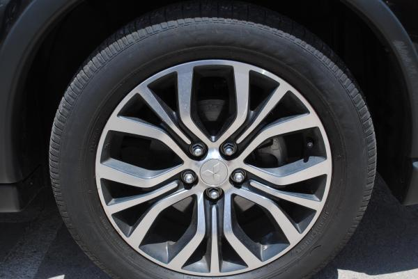 Mitsubishi Outlander 2.4 GLX CVT 4WD año 2015
