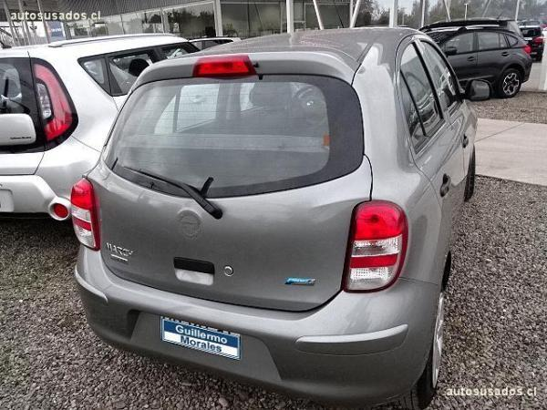 Nissan March  año 2015