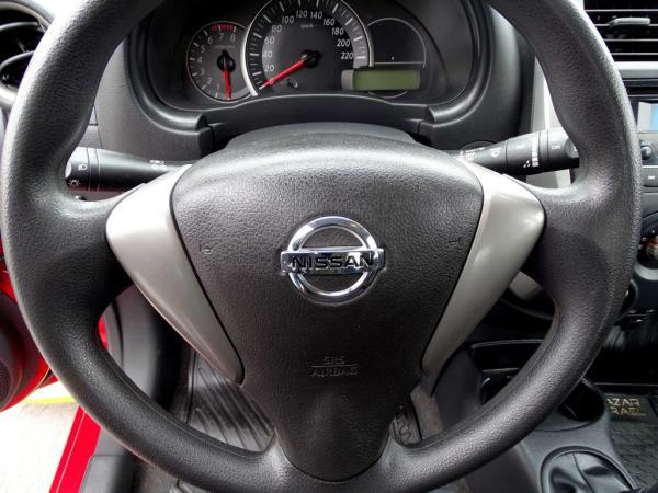 Nissan March PURE DRIVE año 2017