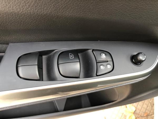 Nissan Navara Navara NP300 2.3D MT SE 4 año 2021