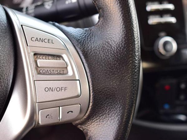 Nissan NP300 DCAB LE 4X4 2.3 año 2016