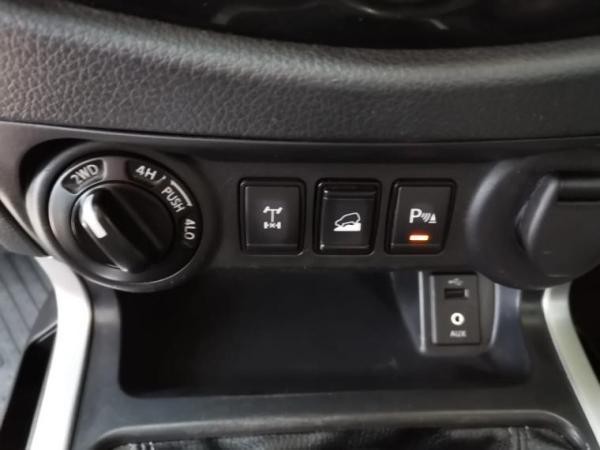 Nissan NP300 NPNP2.3 LE MT año 2018