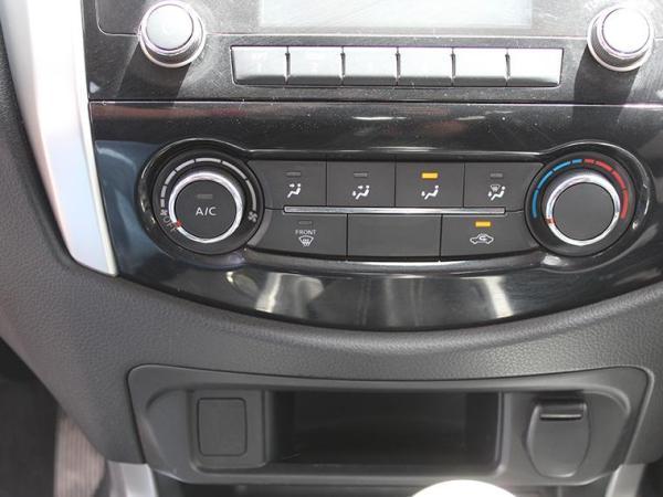 Nissan NP300 DCAB XE 2.3 año 2018