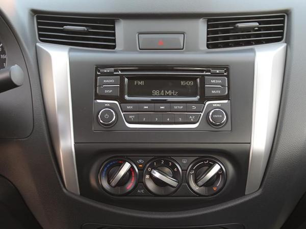Nissan NP300 NP300 DC SE 2.3D MT 4WD año 2018