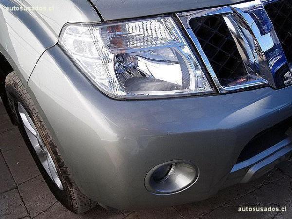 Nissan Pathfinder 4X4 2.5 año 2012