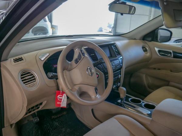 Nissan Pathfinder AT año 2015