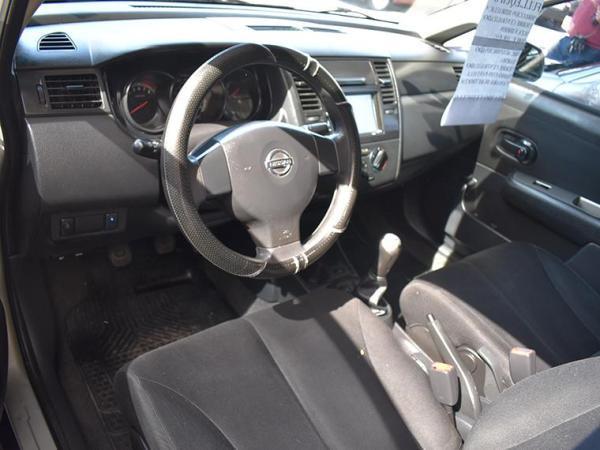 Nissan Tiida . año 2012