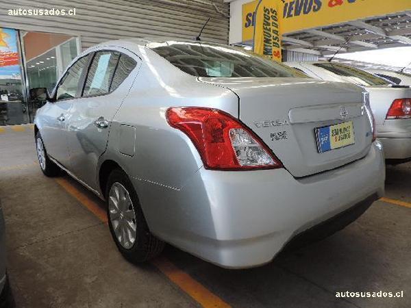 Nissan Versa  año 2015