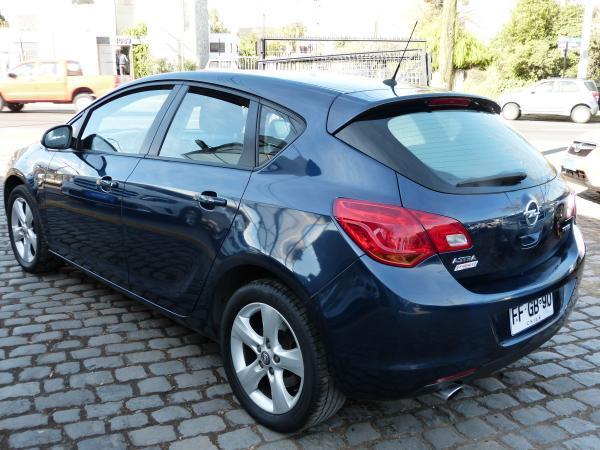Opel Astra ENJOY 1.6 TURBO año 2013