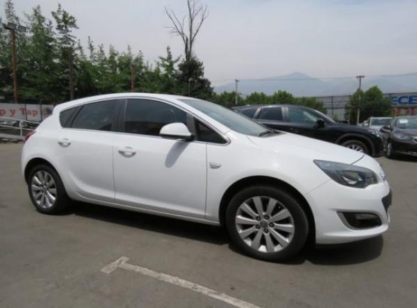 Opel Astra ENYOY año 2014