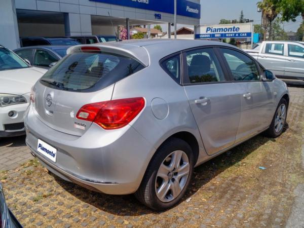 Opel Astra II ESSENTIAL 1.6 año 2015