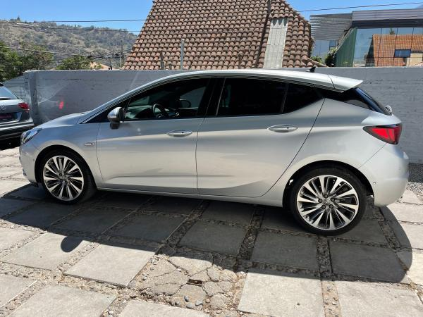 Opel Astra INNOVATION 1.6 TURBO año 2017