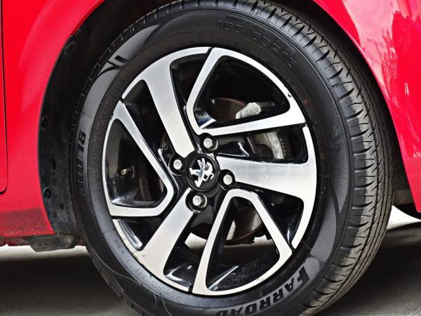 Peugeot 108 108 ALLURE TN 1.2 PURETEC año 2017