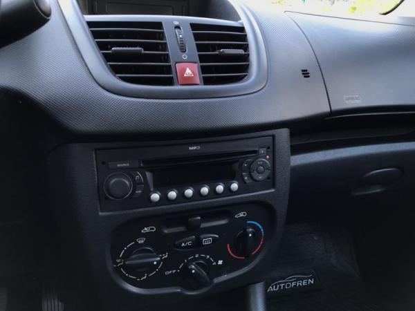 Peugeot 207  año 2009
