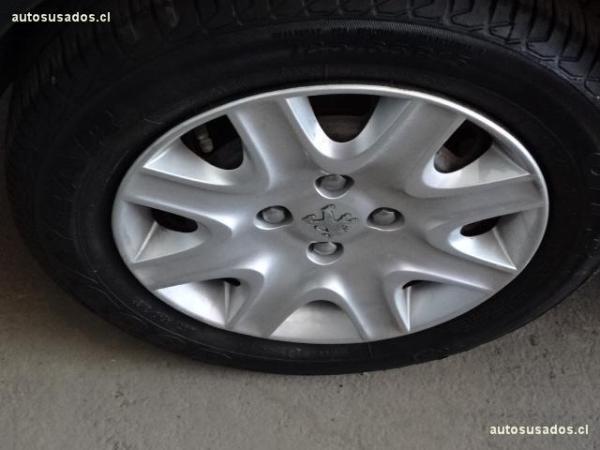 Peugeot 207 PREMIUM 1.4 75HP año 2012