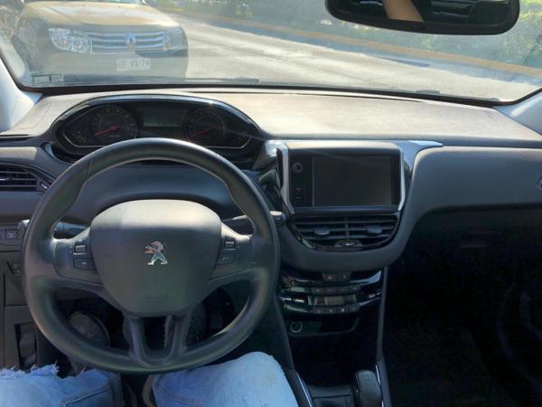 Peugeot 208 Allure 1.6 año 2014