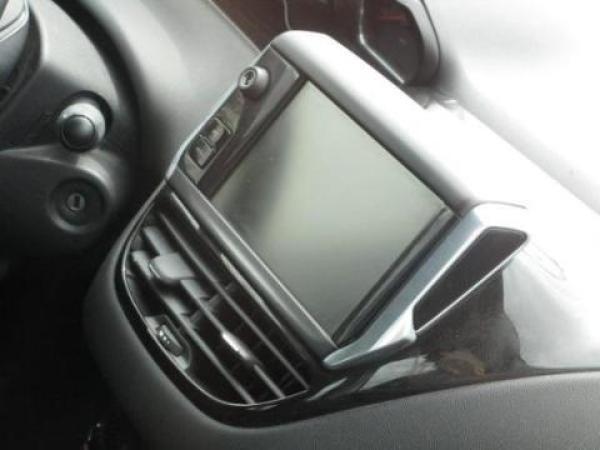 Peugeot 208 ACTIVE 1.2 82HP año 2015