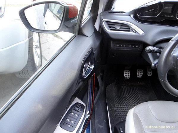 Peugeot 208 ROLAND GARROS año 2015