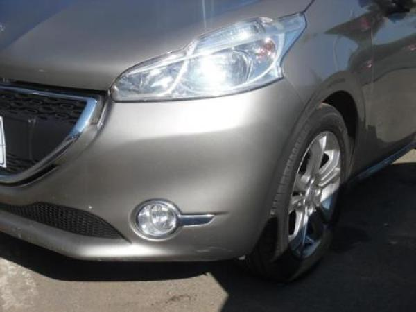 Peugeot 208  año 2015
