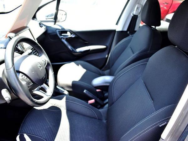 Peugeot 208 208 Allure 1.6 HDi 92HP 2 año 2017