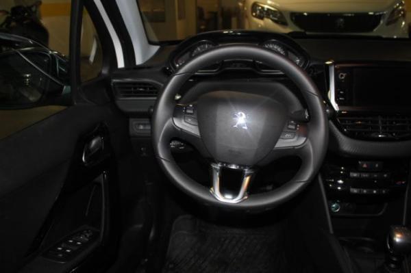 Peugeot 208 SIGNATURE BLUEHDI año 2020