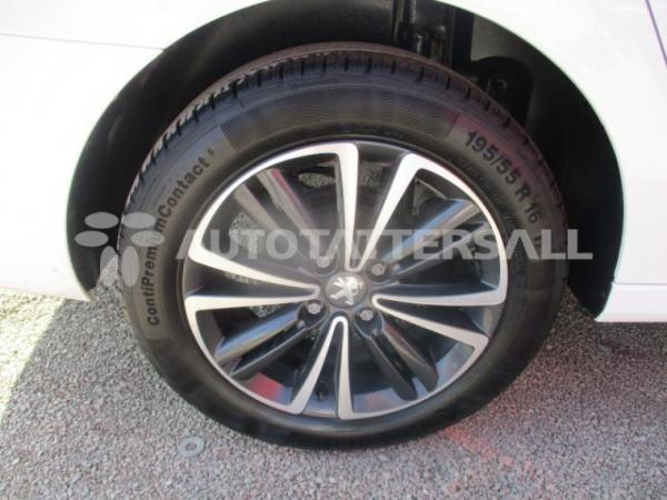 Peugeot 301 1.6 año 2020