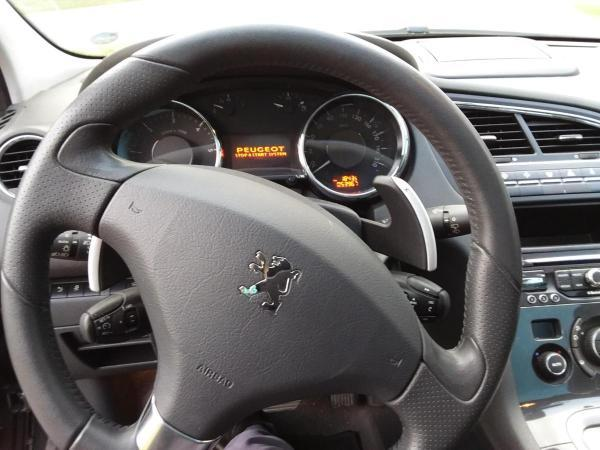 Peugeot 5008 1.6 e-HDI 112 hp Allure año 2014