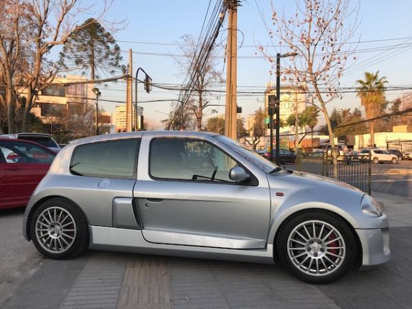 Renault Clio V6 3.0 FASE 1 año 2002