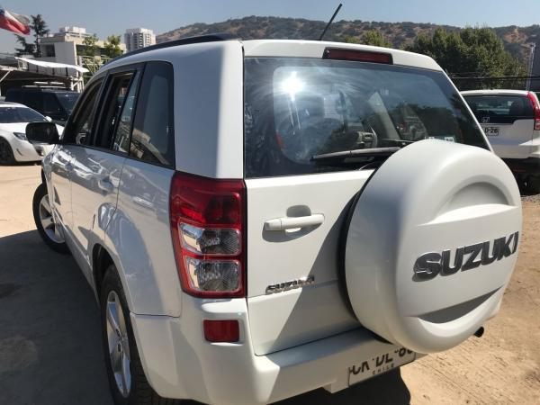 Suzuki Grand Nomade 2.4 GLX SPORT 4X4 AT año 2010
